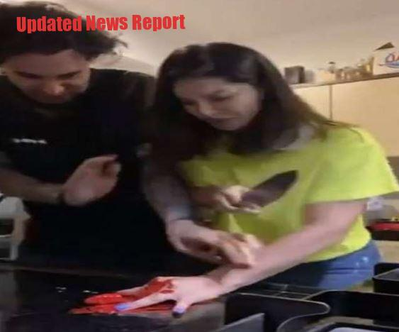 Sunny Leone pretends to be a finger, husband Daniel Weber's sweat sweats
