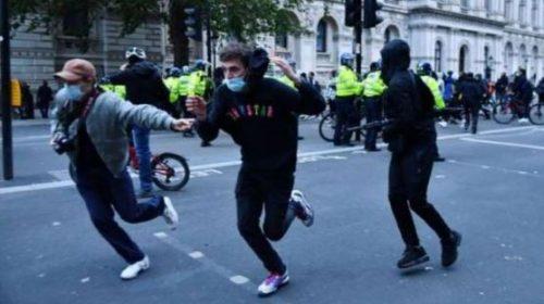 Violent anti-racist demonstrations in Britain, many policemen injured