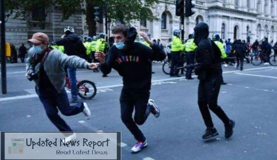 Violent anti-racist demonstrations in Britain, many policemen injured