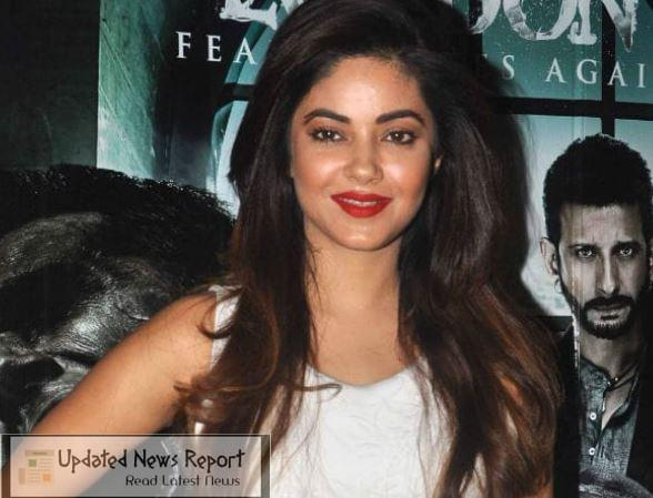 Actress Meera Chopra received threats, asked during question and answer session - Doesn't Know About Junior NTR