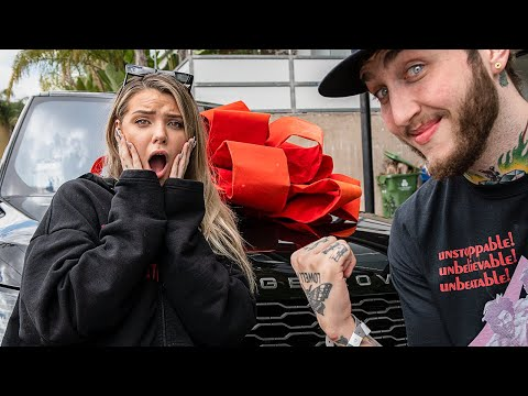 FaZe-surprised-his-girlfriend-Alissa-with-a-car